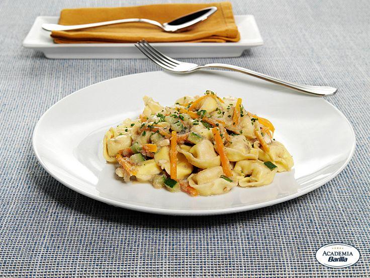 Tortelloni con Funghi Porcini con verdure e mandorle alla crema di melanzane e timo