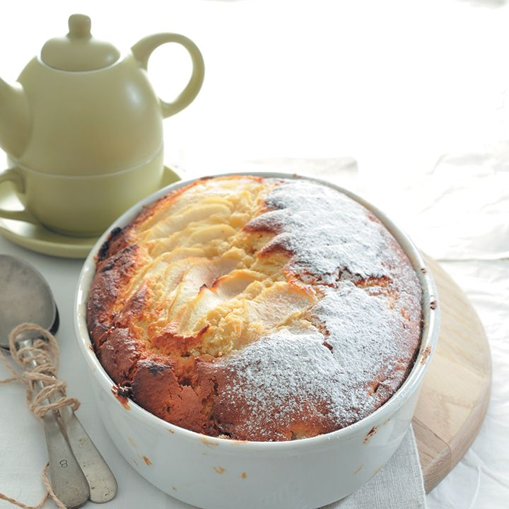 Yoghurt cake with toffee and pears