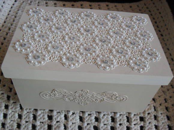 caixa branca com perola