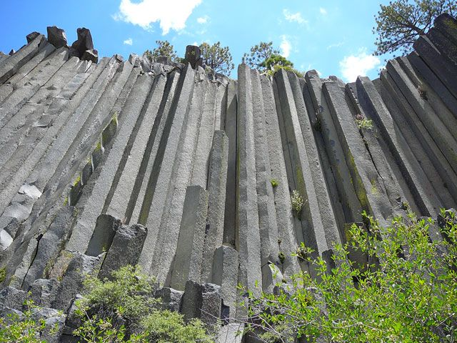"""Beautiful basalt columnar joints in California. These formed as magma cooled very slowly deep underground. The word """"basalt"""" is said to mean """"very hard."""""""