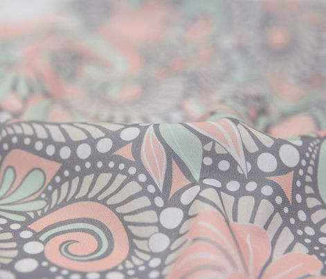 Paisley. Pastelltöne. Stoffdesign von dearchickie auf Spoonflower.com | Kaufe dieses Design als leichten Chiffonstoff und nähe daraus weich fallende Vorhänge.