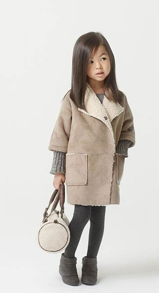 #manteau #coat #abrigo #vestido #niña #estilo #elegante #dress #girl #style #elegant #robe #fille #élégant #mode #fashion #Little #fashionista #kids #Street #style #cool #look #formal #wear