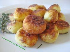 Un delizioso contorno di Polpette di patate e formaggio semplici e senza uova, soffici e morbide, irresistibili per grandi e piccoli di casa