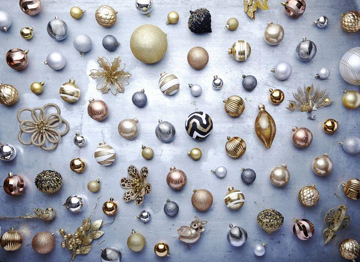 Décorer votre maison pour les fêtes dans un registre superbement contemporain, c'est facile! La collection Doré somptueux de Walmart propose des décorations or élégant, argent étincelant, noir spectaculaire et champagne éblouissant.