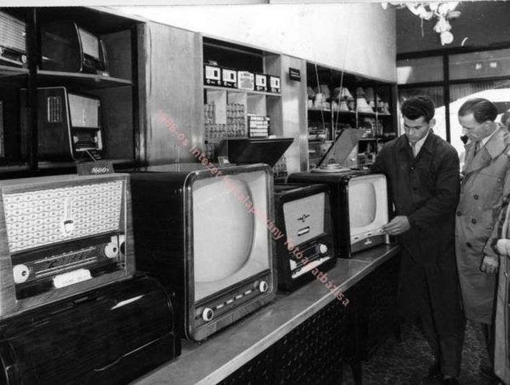 A Csillag Áruház műszaki osztálya, Budapest 1959 (fotó Jármai Béla)-The Technical Department of the Star Store