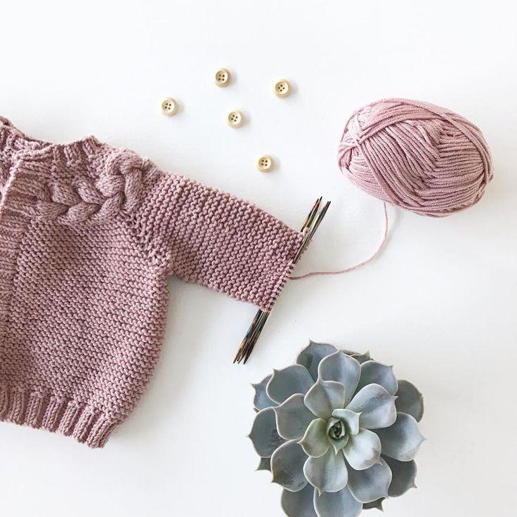 #kransjakke teststrikkes for @hoppestrikk.no  Så gøy med nye oppskrifter #hoppestrikk#knittinginspiration#knitspiration#knitinspire##instaknitters#strikktilbarn#babystrikk#jentestrikk#barnestrikk#babyknits#knitforgirls#neatknitting#ministil#kids_knitting_inspiration#knitinspo123#norwegianmade#norwegianmadeknitting #knitting_inspiration#knitting#instaknit#knitstagram#knittersofinstagram#i_loveknitting#knittinglove#knitting_is_love#strikking#strikkemamma