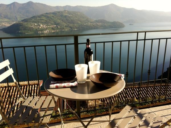 Lake Iseo, Lombardy http://www.alwaysonvacation.it/case-vacanze/1632082.html