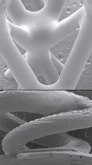 El microscopio electrónico muestra la ausencia de poros en la malla (arriba) y las marcas y fracturas en el sacacorchos.