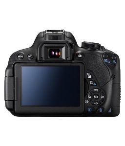 Canon EOS 700D with 18-55mm camera at Rs. 36950 (18% Off) from snapdeal