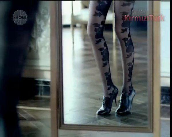 Nil Karaibrahimgil seksi çoraplar Penti Reklamı