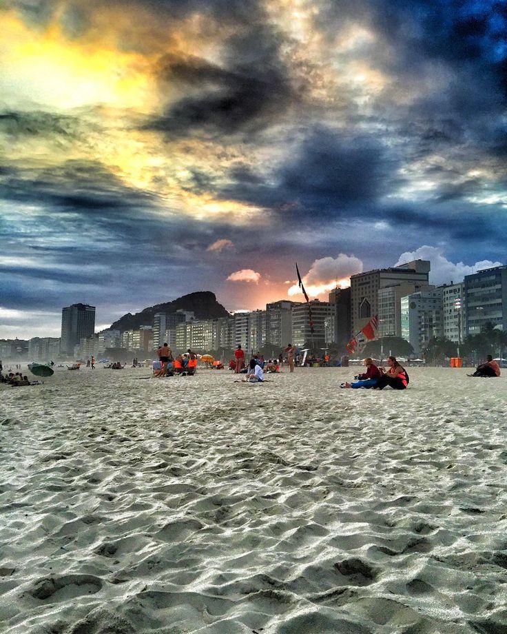 """""""Una tarde cualquiera en #Copacabana #RioDeJaneiro #Brasil #Vacaciones #Vacation #Noviembre #November #Jueves #Thuersday #Playa #Beach #Praia #Cielo #Sky…"""""""