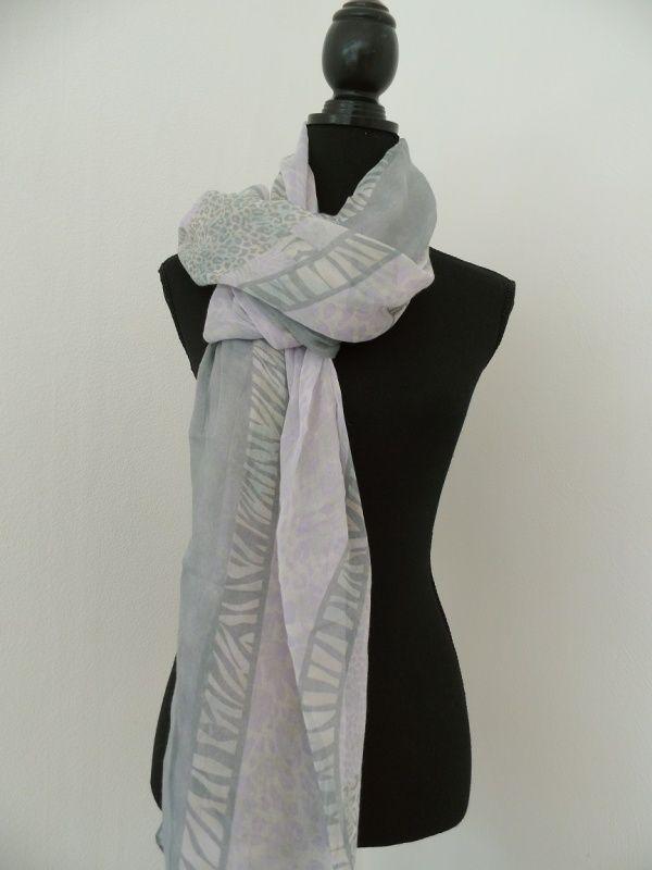 Licht grijze/licht paarse sjaal