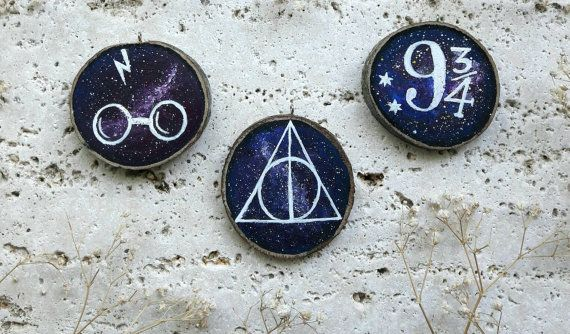 Harry Potter wood slice painting decorations deathly hallows, scar nd 9 and 3/4 sybol with galaxy backgroung #harry #potter #deathly #hallows