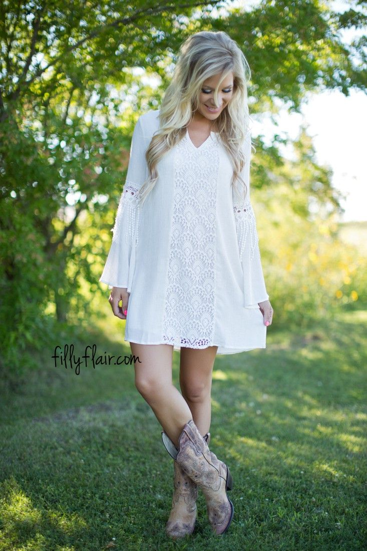 The perfect dress to wear with cowboy boots! | Boho Outfit Ideas ...