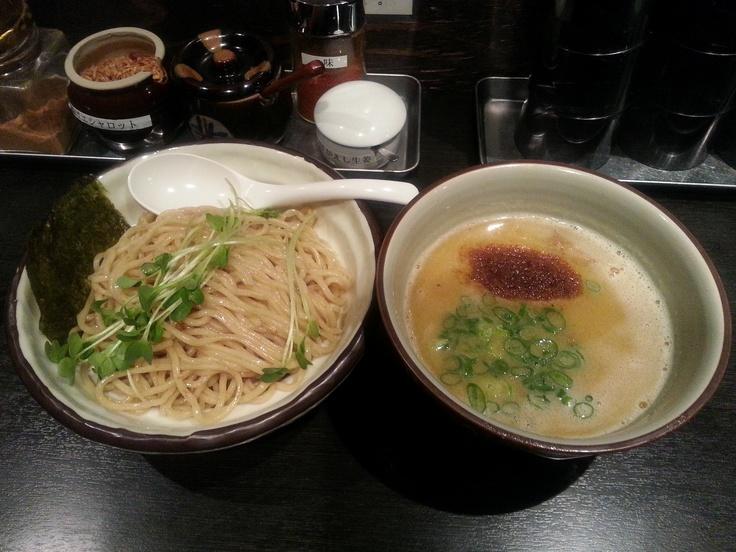つけそば ¥700「鶏」で炊き上げたスープに「野菜」の旨味を加えた濃厚白湯スープ。濃厚かつマイルドなつけ汁に仕上げました。