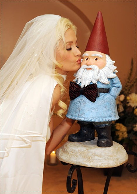 Holly Madison couldn't resist.  It was a splendid wedding indeed. | #travelocity #playboy #hollymadison #roaminggnome