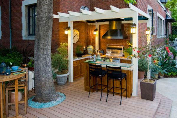 Small outdoor kitchen ideas country outdoor kitchen for Small backyard outdoor kitchen
