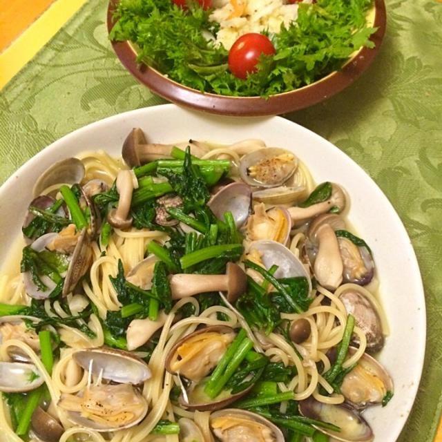 鯛、アサリ、春菊、色んな味。 - 12件のもぐもぐ - 鯛あらマース煮残り汁で、アサリ、春菊、しめじ、スープパスタ by hiromange