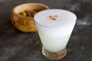 Pisco sour cocktail - Hughes Herve/hemis.fr/hemis.fr/Getty Images