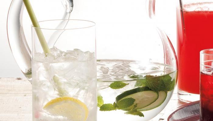 iced cucumber mint water #thesplendidtable | drink | Pinterest | Mint ...