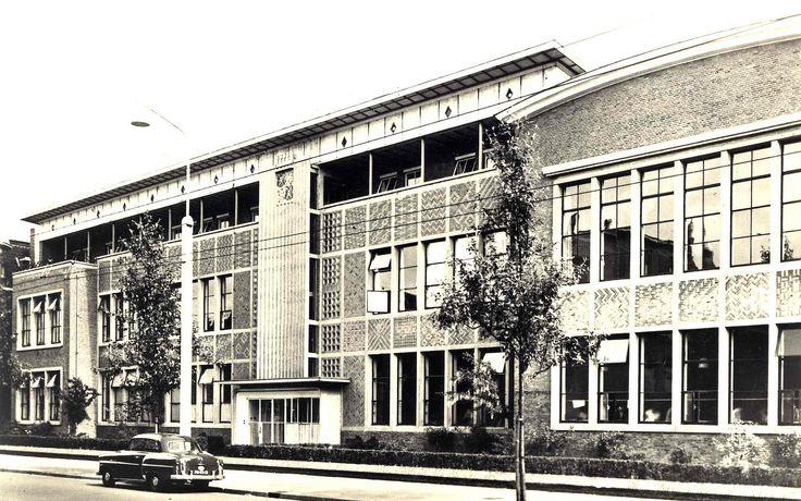 https://flic.kr/p/f2YT7o   Groningen Kraneweg Huishoudschool ca. 1956