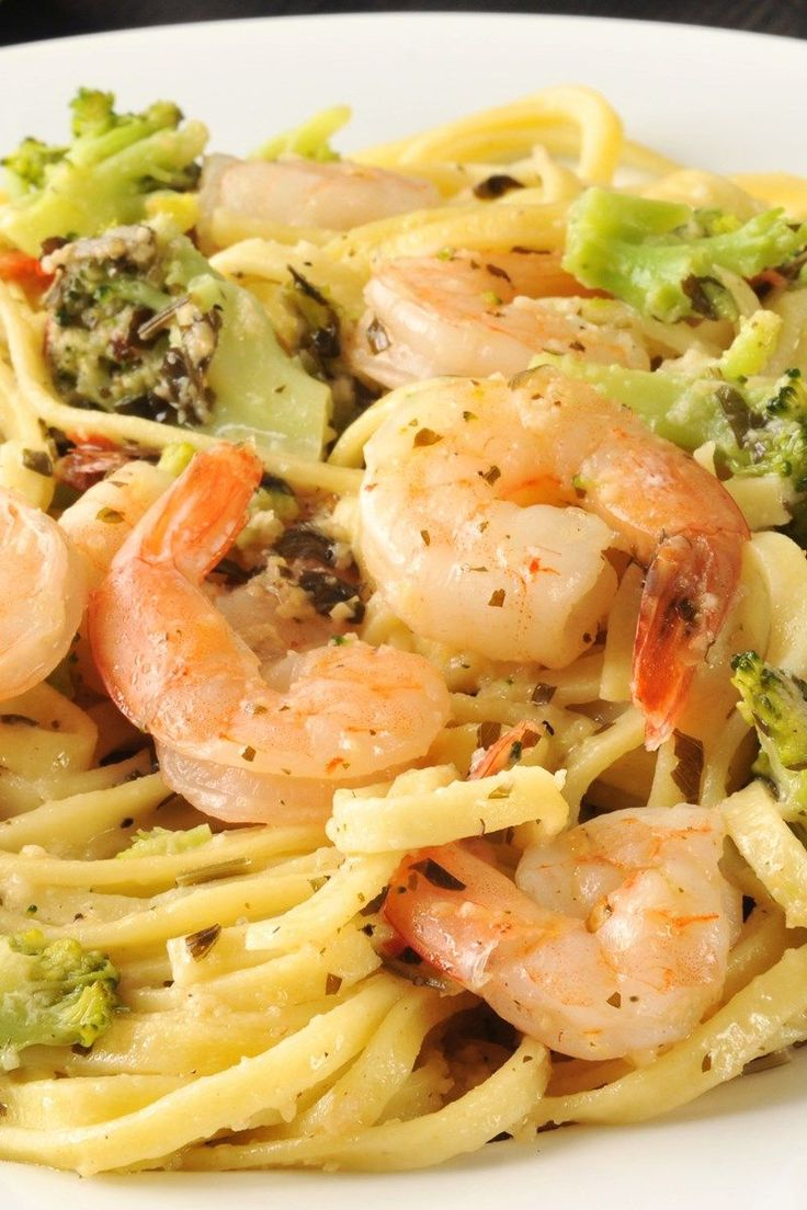 Pasta with Creamy Garlic Shrimp and Broccoli Recipe