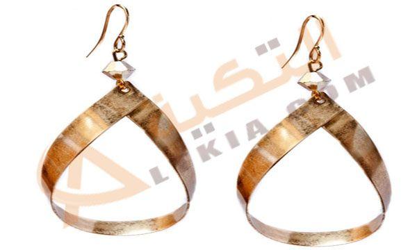 تفسير حلم الحلق أو القرط في المنام وهو عبارة عن نوع من أنواع الحلى حيث يتم تعليقها على الأذن من خلال أحداث قب في الأذن ليتم وضع Drop Earrings Earrings Jewelry