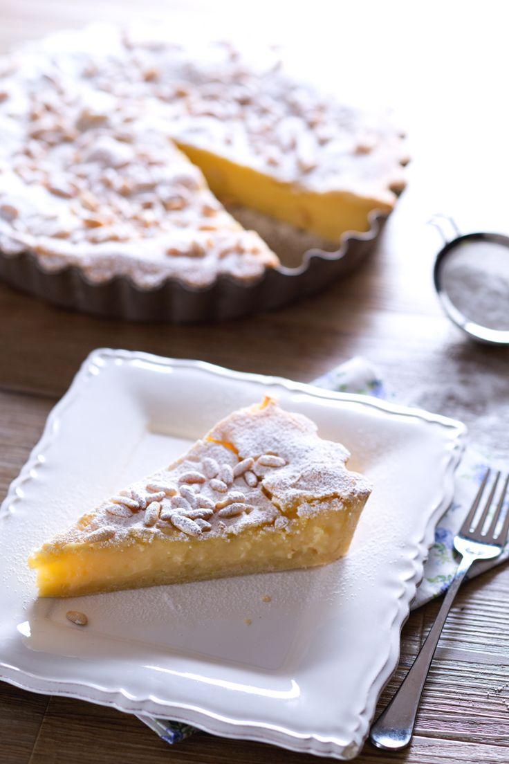 Torta della nonna: deliziosa frolla fragrante avvolge una divina crema pasticcera in un dessert dal gusto intramontabile!  [Custard and pine nuts pie]