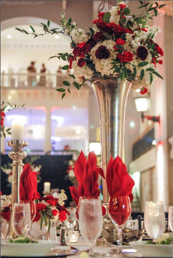 Noche De Gala Centerpiece Tall Vase With Shades Of Red And White Flowers Floral Design