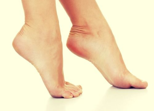 Comment se débarrasser des mauvaises odeurs de chaussures ? Parfois, la peau intérieure de certaines chaussures retient plus la transpiration et il est très difficile d'atténuer les odeurs qui s'en dégagent.