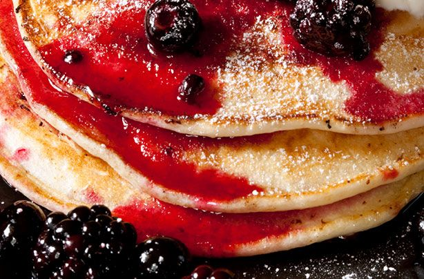 These American pancakes are light and fluffy and should be served stacked high for that all American breakfast feel! A great weekend breakfast when you have a little more time to spare or just when you want to treat yourself. Delicious served simply with a berry compote and a spoonful of yogurt or go all out with crispy bacon rashers and heavy drizzles of maple syrup. Perfect if you have friends coming round for a lazy Sunday brunch as you can make ahead, store wrapped in foil in the fridge…
