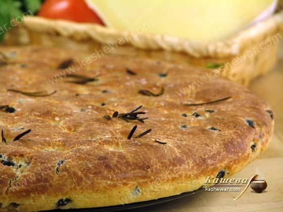 Фокачча с оливками и розмарином.        Итальянская кухня       Фокачча с оливками и розмарином – рецепт приготовления блюда итальянской кухни, розмарин делает итальянский хлеб очень ароматным.   Ингр…