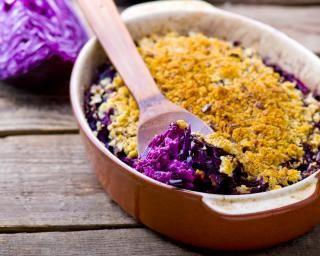 Gratin de chou rouge au fromage frais allégé : http://www.fourchette-et-bikini.fr/recettes/recettes-minceur/gratin-de-chou-rouge-au-fromage-frais-allege.html