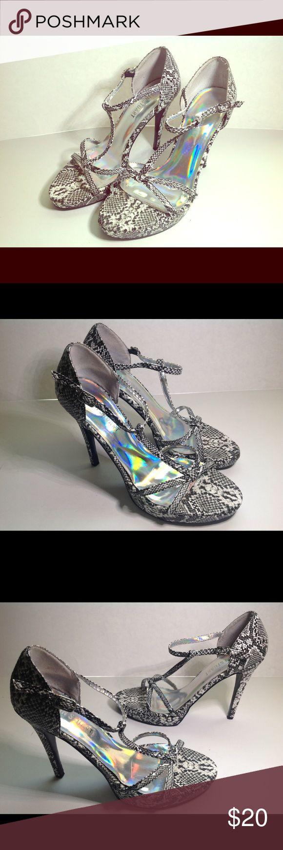 Size 7.5 COLIN STUART Black White Strappy Sandals Black and white heeled sandals. Ankle strap closure. Excellent condition. Colin Stuart Shoes Sandals