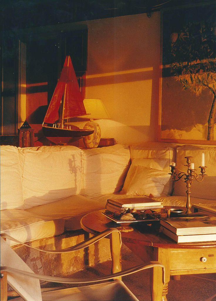 Μονοκατοικία στην Αίγινα σε ύψωμα. Αφομοίωση της κατοικίας με τον περιβάλλοντα χώρο. Single house on the island of Aigina, Greece. The house enjoys full, but distant sea view and is fully merged into the environment. Nikolas Dorizas Architect Architettura IUAV Venezia Tel: +30.210.4514048 Address: 36 Akti Themistokleous – Marina Zeas, Piraeus 18537