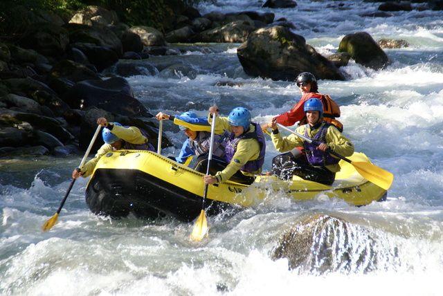 Il fiume Noce, in val di Sole, è la location perfetta per gli sport acquatici fluviali.