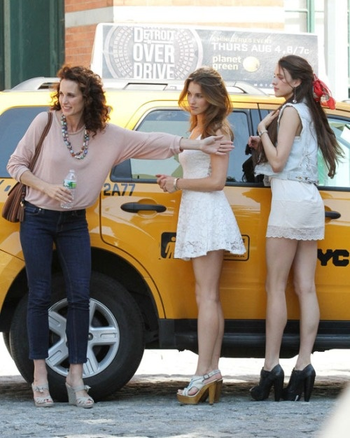Andie MacDowell and her daughters are all so beautiful and I love love love their outfits!