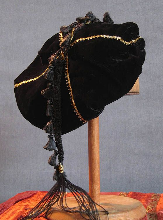 Tasseled Beret - Black / Gold trim