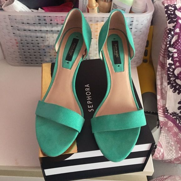 Zara turquoise heels Adorable and vibrant turquoise heels, great condition only worn 2xs. Zara Shoes Heels
