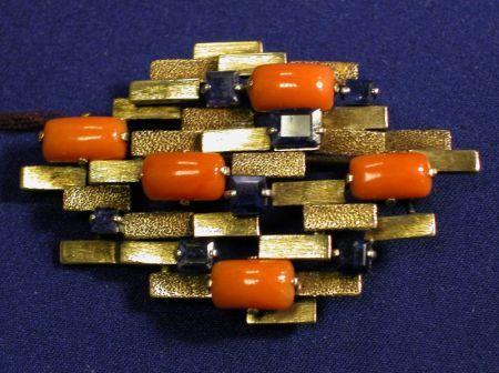 Contemporary 14 kt Gold Coral a Sapphire brož | Prodej Číslo 2270, šarže číslo 20 | Skinner Auctioneers