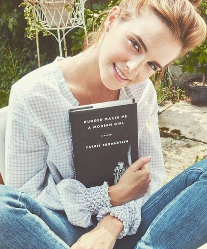 Emma Watson's Year in Books Will Have You Stocking Up for 2017