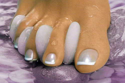 This Pin was discovered by Ayşe Söylemez. Discover (and save!) your own Pins on Pinterest. | See more about french manicures, manicures and silver.