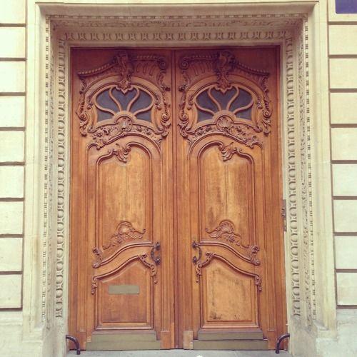 Ik zag veel mooie bruine deuren in Parijs maar dit is zeker een van mijn favorieten. (202/365)