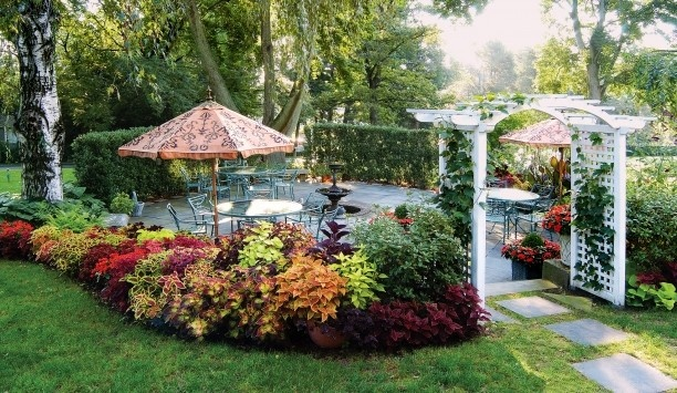 Homestead Inn (Old Greenwich, CT Shade garden, Lawn and