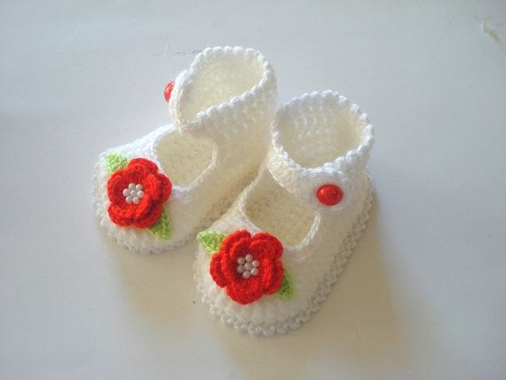 Crochet baby shoes white red flowered  baby par AnatoliaDreams, $20.00