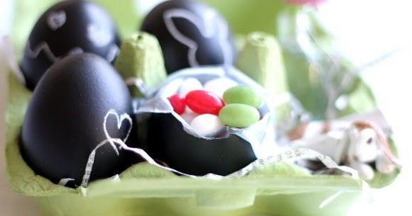 DIY Easter Dekoration: Chalk Eggs | titatoni - http://titatoni.blogspot.de/2013/03/diy-easter-dekoration-chalk-eggs.html