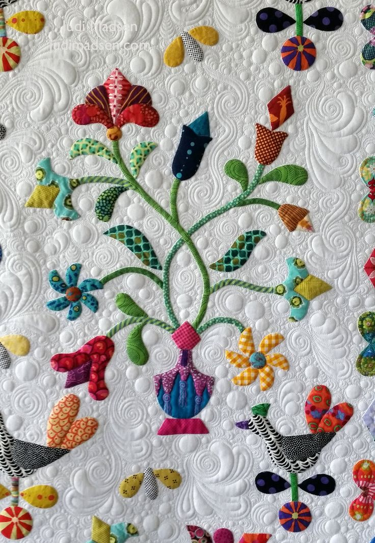 https://flic.kr/p/U8duBb | B14 | Harriot by Sue Cody for Material Obsession. Applique work by Beth and quilted by Judi Madsen