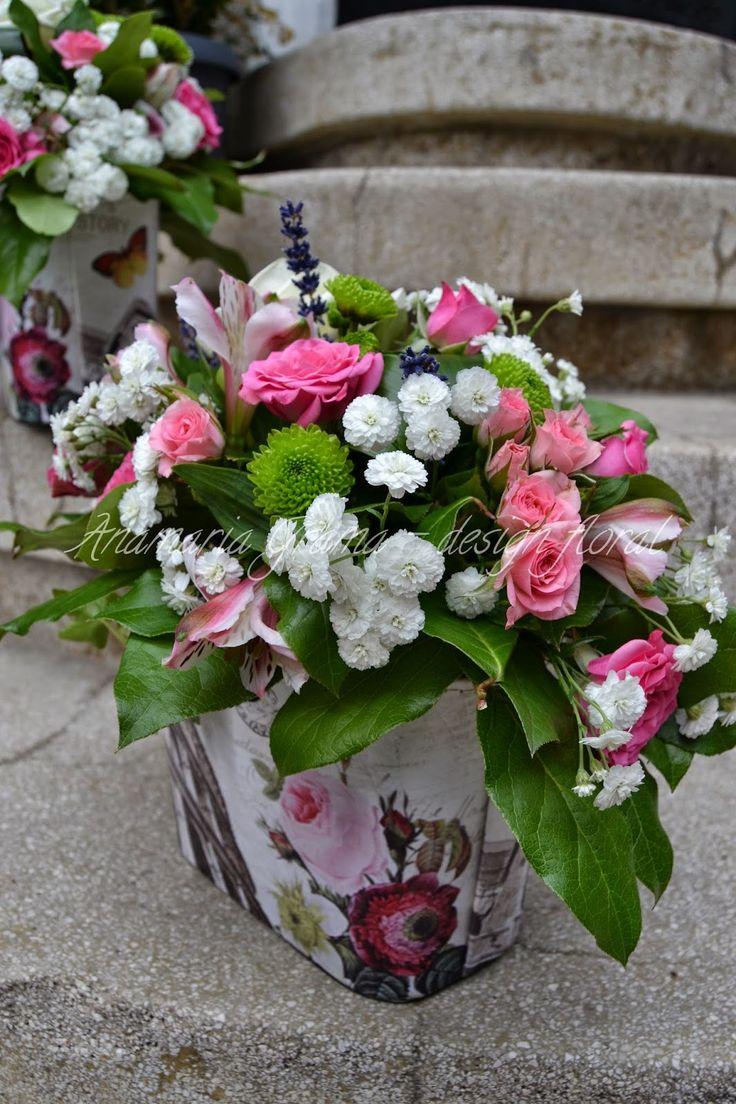 Anamaria Grama - design floral: Aranjament floral cu trandafirasi roz, alstroemeri...