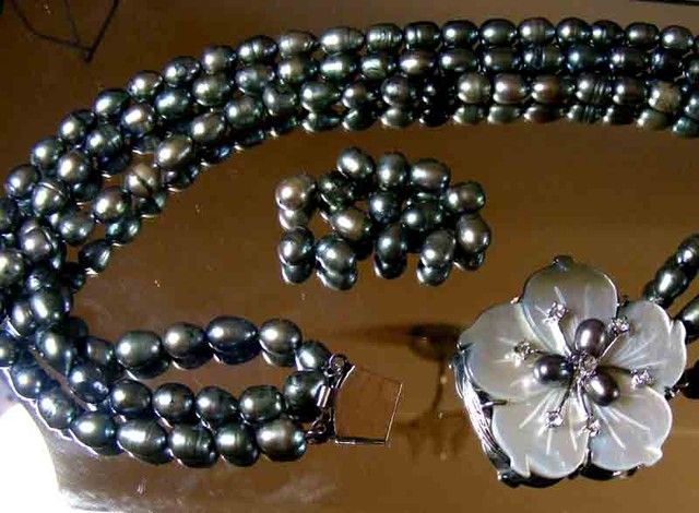 BLACK HUES PEARL NECKLACE PLUS 12 FREE PEARLS 90693  pearl necklace