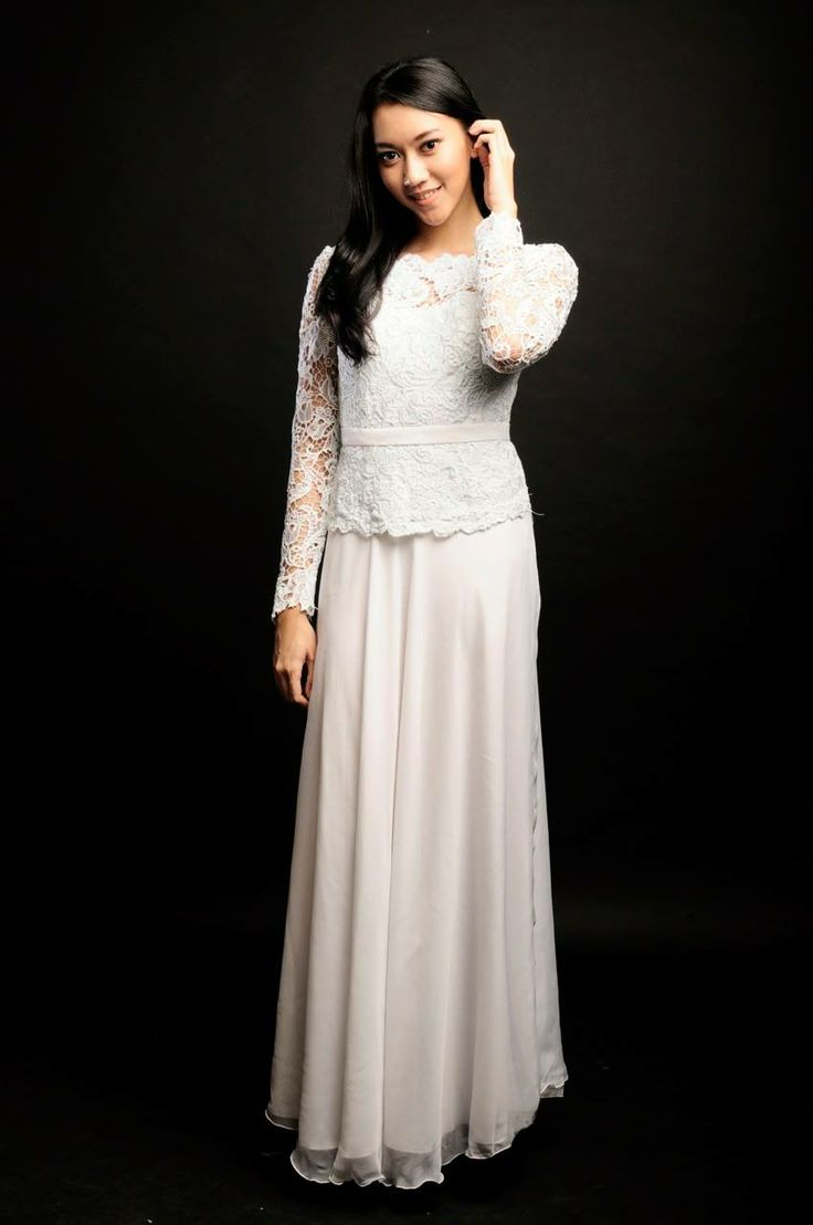 White Mist Dress  Dress bustier yang memiliki punggung terbuka memberikan kesan sexy namun elegan.  Rental Price: Rp350.000